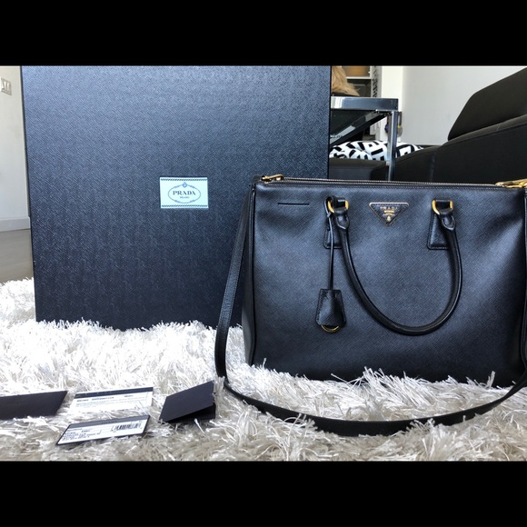 Prada Saffiano Medium Executive Tote Bag. M 5af23d9e5512fd4fe3bfdb7e 3ded8f9c4349b